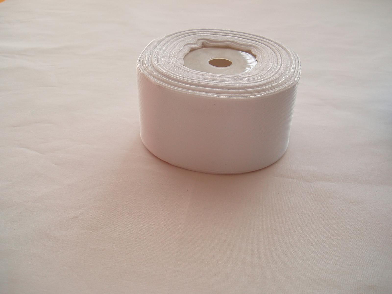 saténová stuha bílá-4 cm - Obrázek č. 1