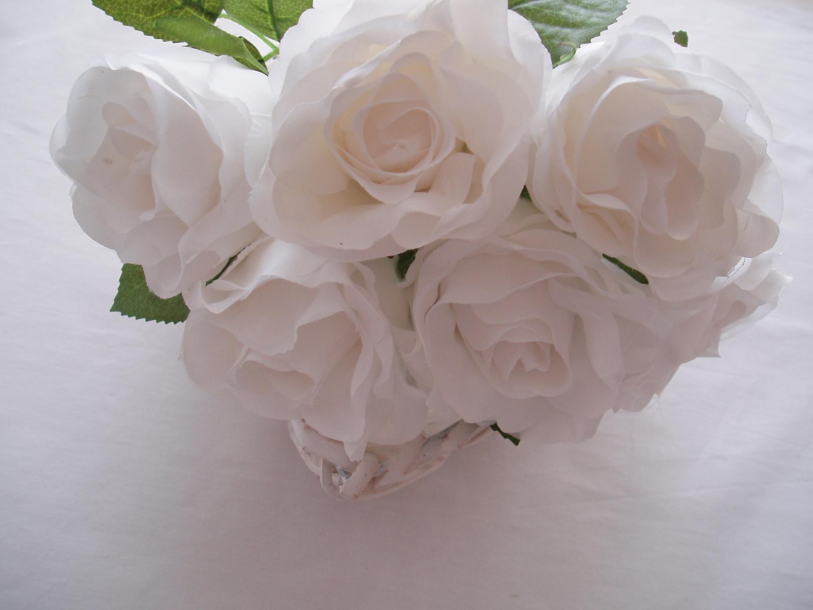 kytice bílých růží - Obrázek č. 1