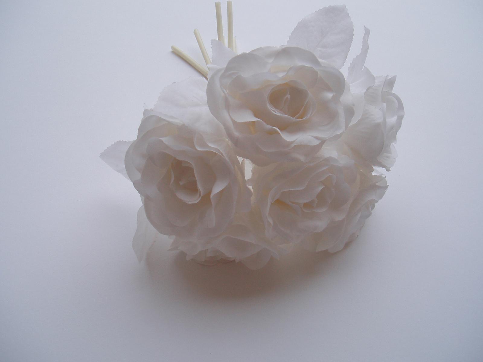kytice růží-bílá - Obrázek č. 1