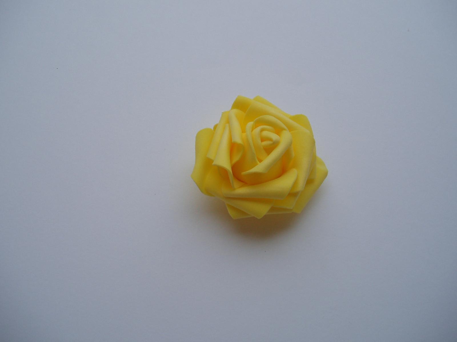 pěnová růže-žlutá - Obrázek č. 1