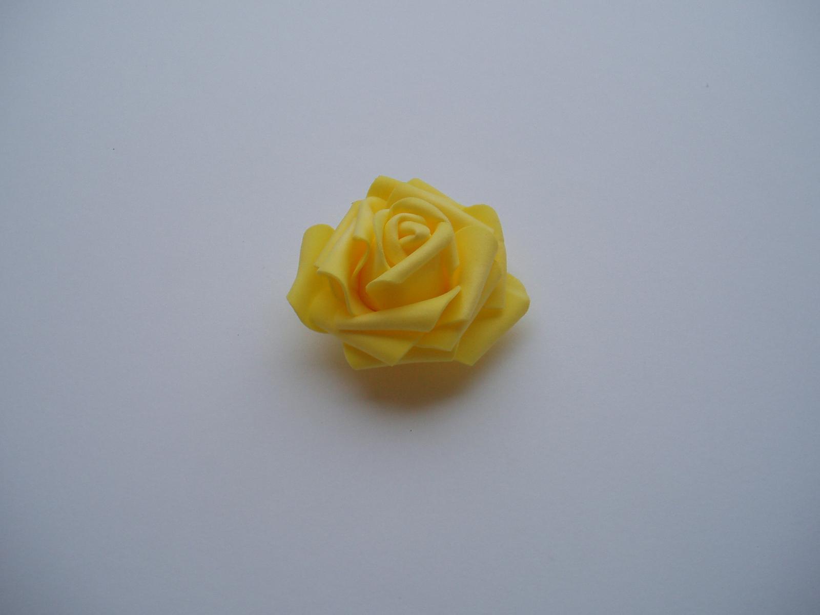 pěnová růže-žlutá - Obrázek č. 2