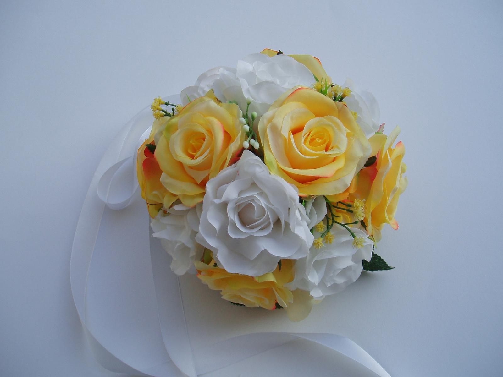 květinová dekorace na auto - Obrázek č. 1