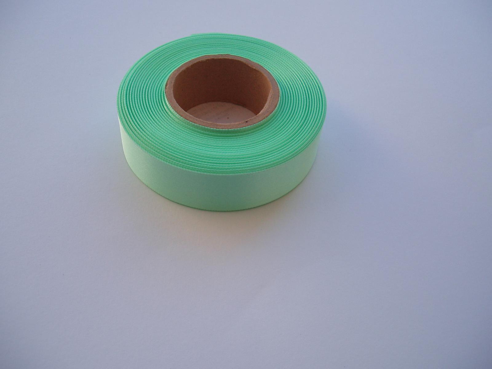 saténová stuha-zelená - Obrázek č. 1