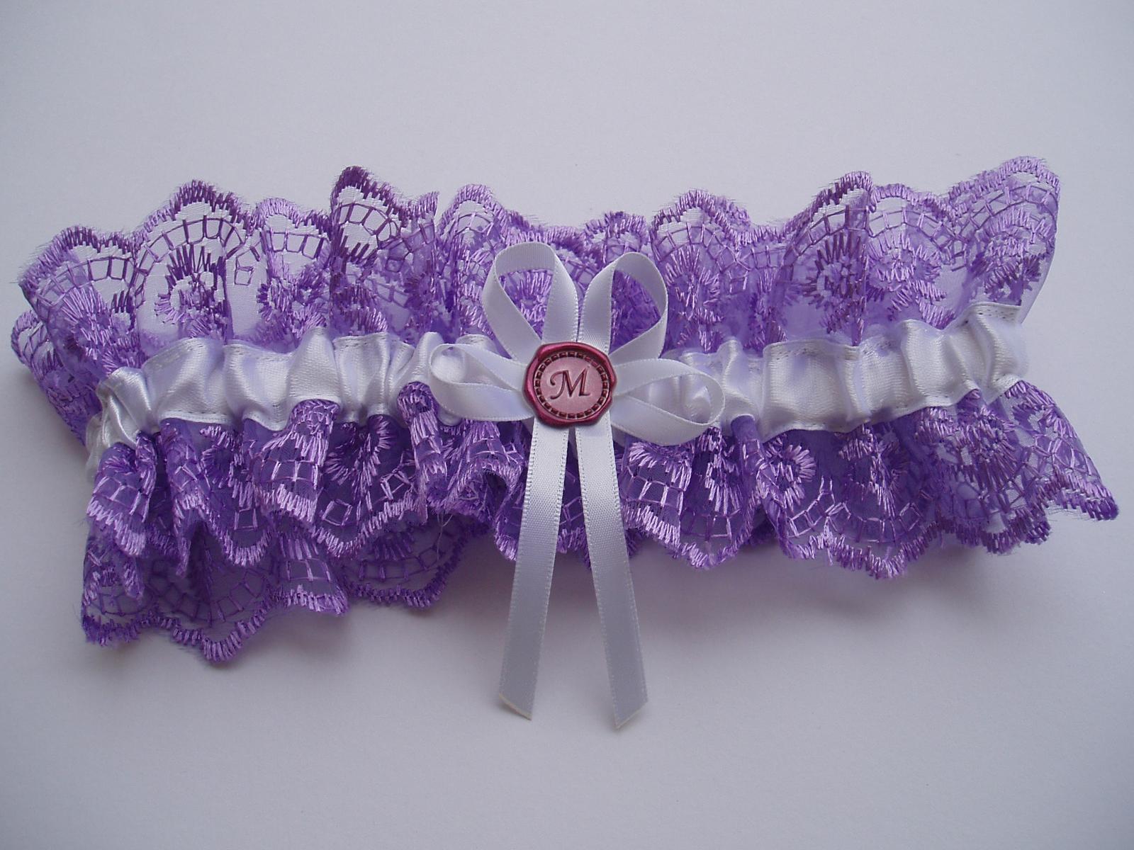 fialový podvazek s pečetí - Obrázek č. 1