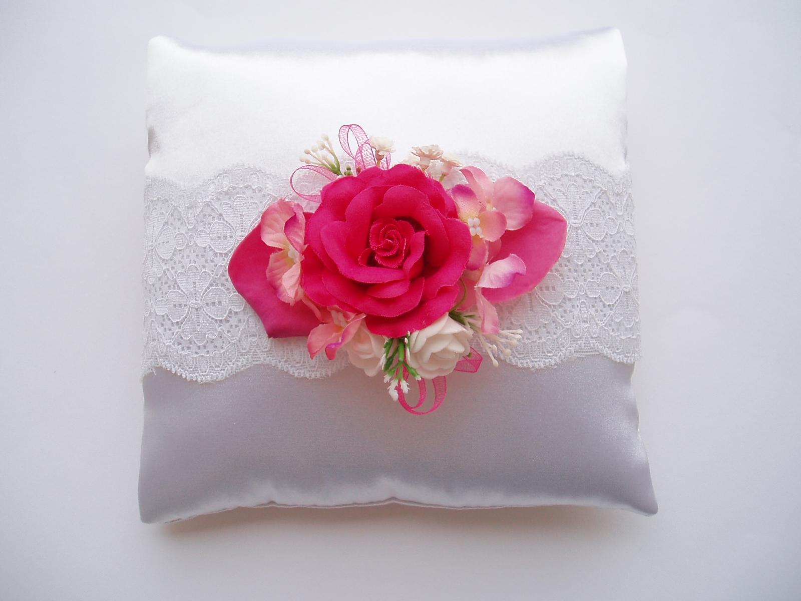 květinový polštářek - Obrázek č. 1