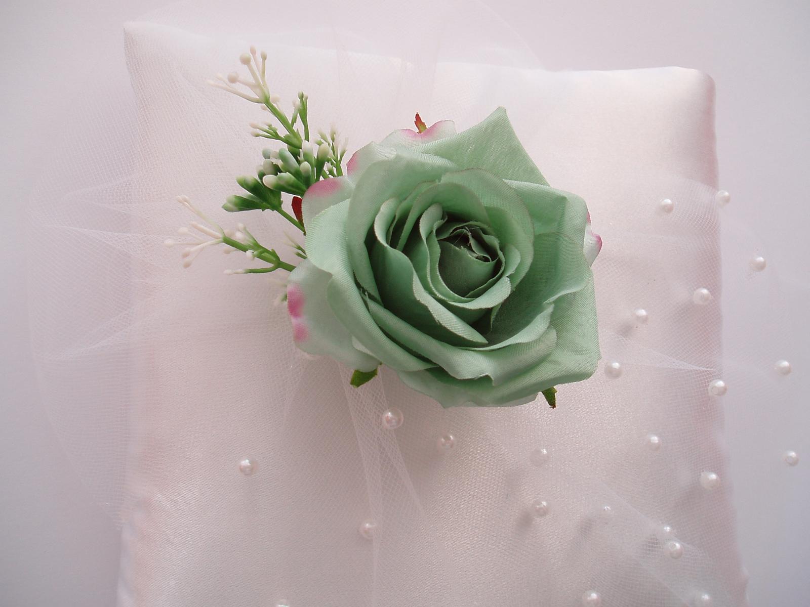 polštářek pod prstýnky-zelená růže - Obrázek č. 1