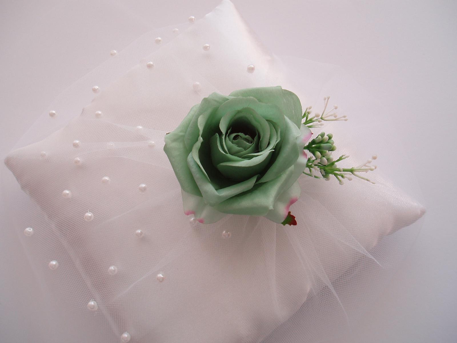 polštářek pod prstýnky-zelená růže - Obrázek č. 2