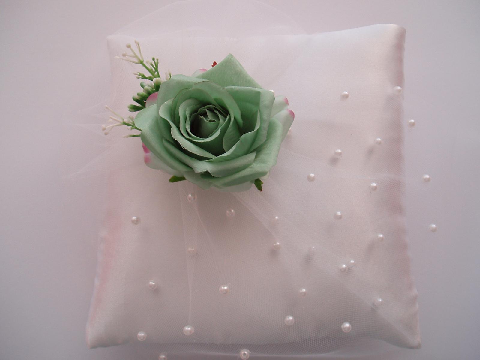polštářek pod prstýnky-zelená růže - Obrázek č. 3