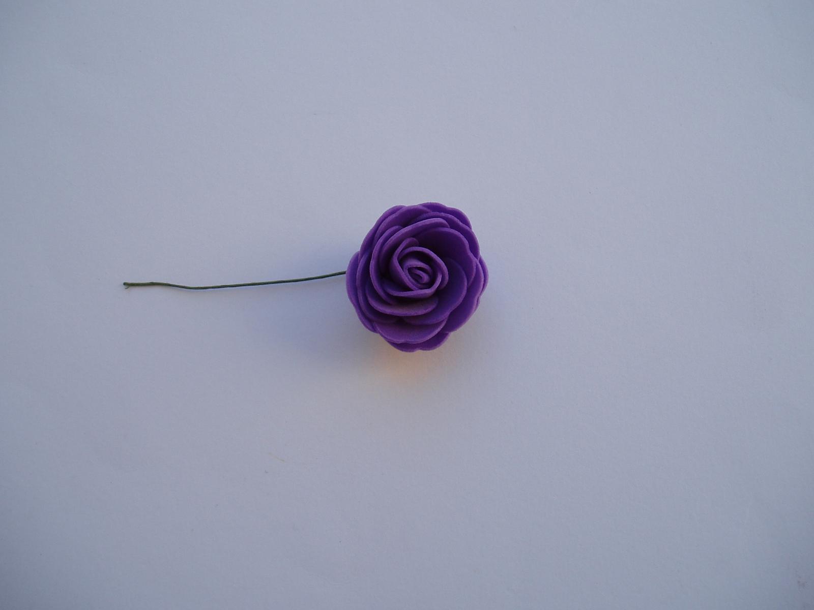 pěnová růže-fialová 4 cm - Obrázek č. 1