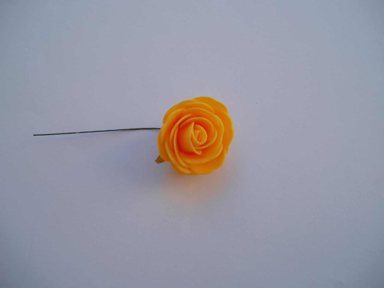 pěnová růže-žlutá 4 cm - Obrázek č. 1