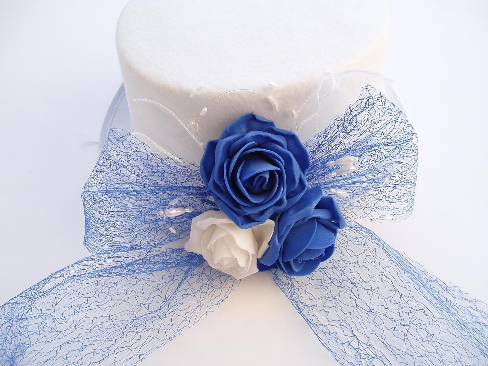 cylindr bílý-modré růže - Obrázek č. 1