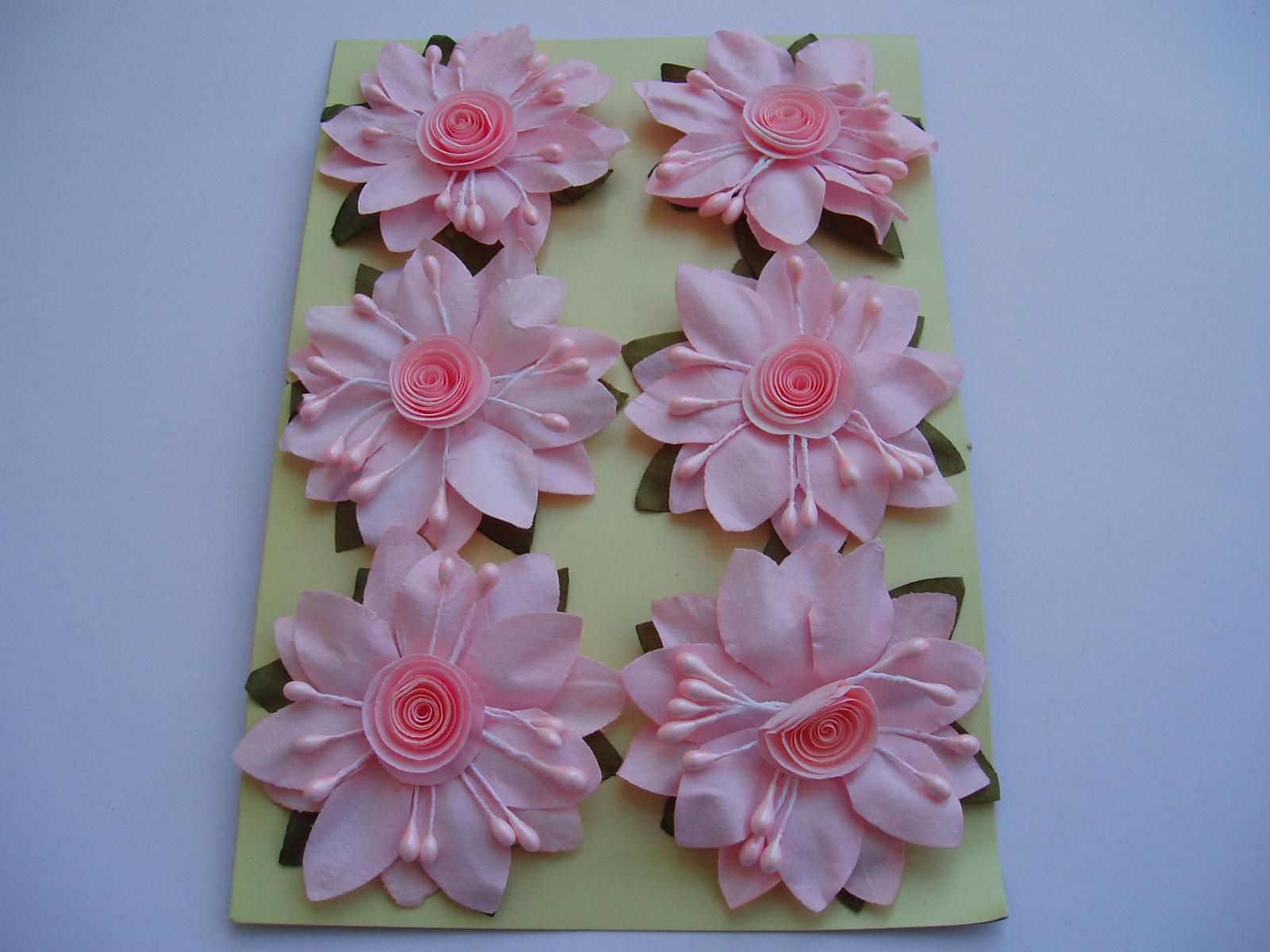 papírový květ na drátku-růžový - Obrázek č. 1