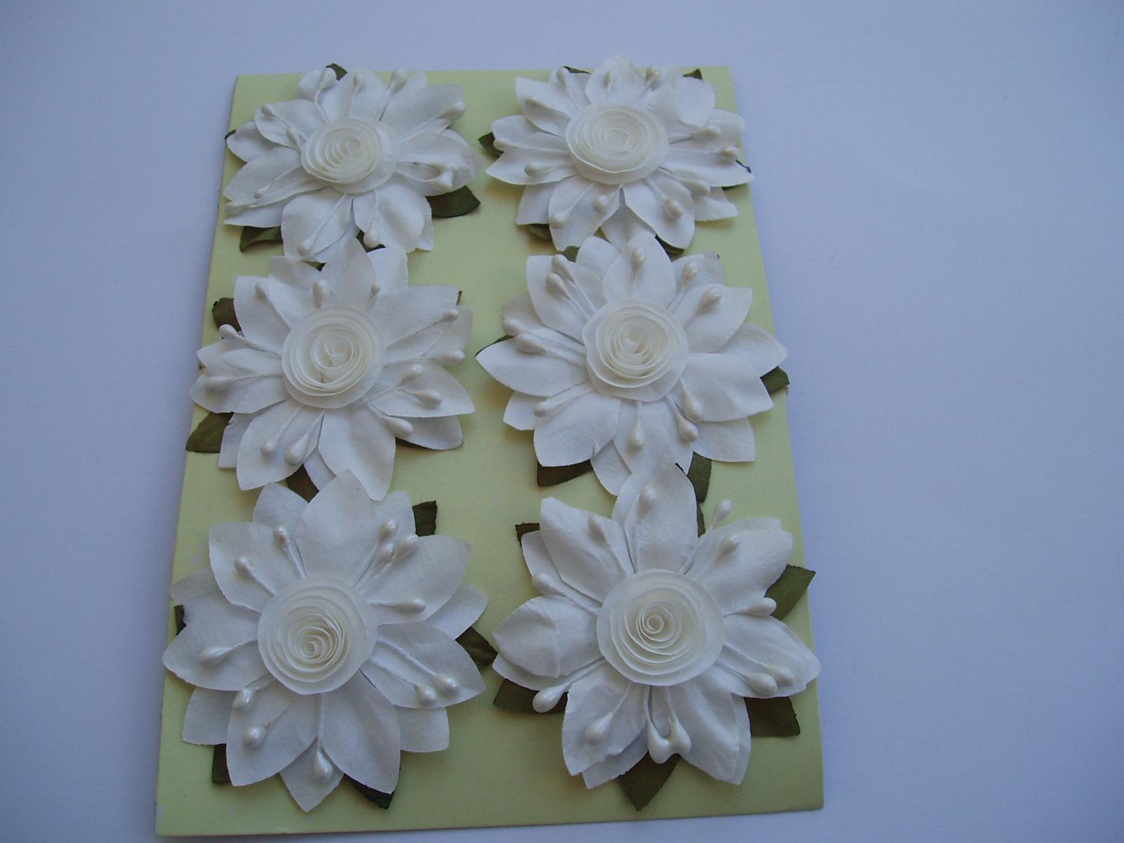 papírový květ na drátku-smetanový - Obrázek č. 1