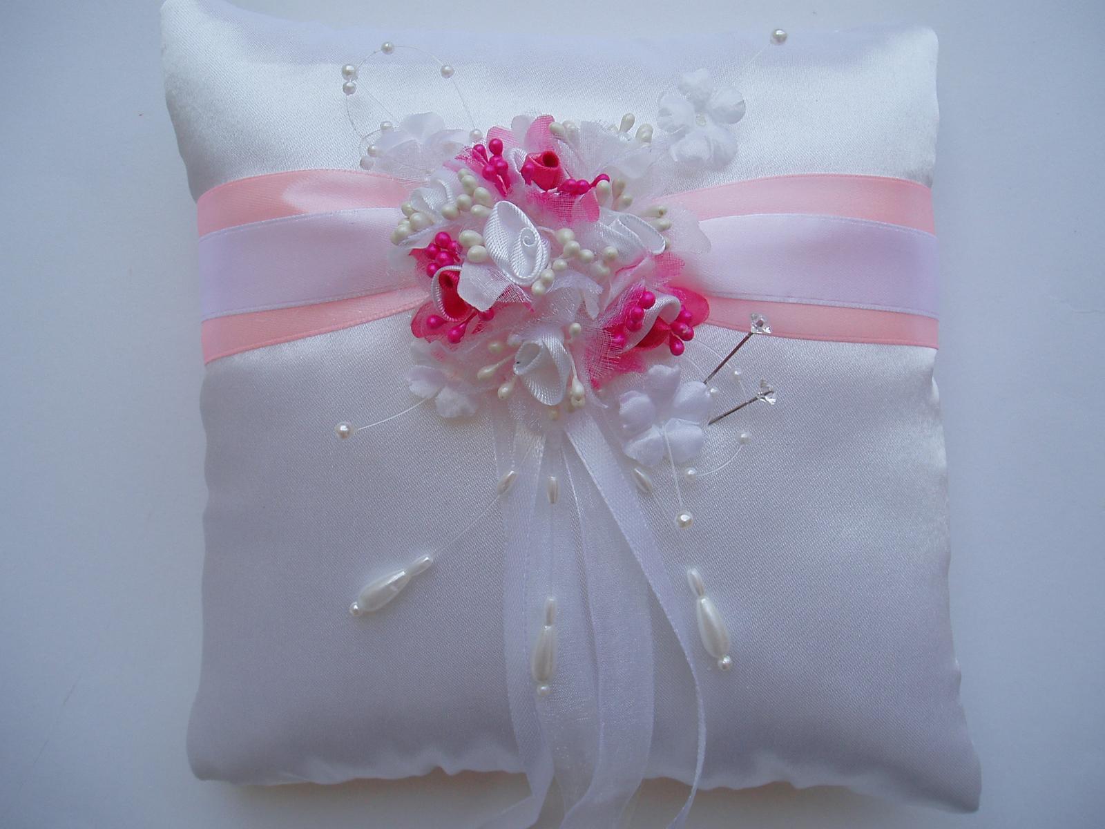 polštářek pod prstýnky-růžový - Obrázek č. 1