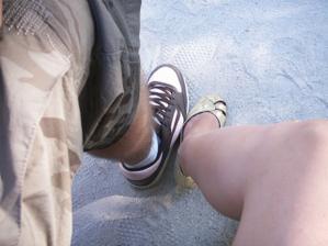 Tieto nohy budú spolu kráčať životom... :D