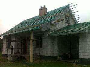 strecha na garáži len v takej výške, aby hore mohlo byť okno