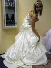 Po vyzkoušení už nebylo pochyb,cítila jsem se v nich krásně:) Svatební salon Bella, Brno.