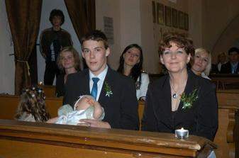 Miláčka maminka,brácha a vzadu ty nejskvělejší baby na světě...