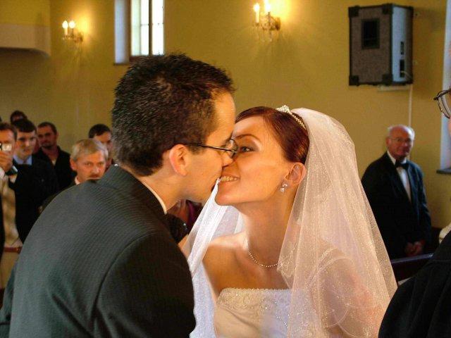 Evka{{_AND_}}Miško - ....prvý mladomanželský bozk...mňam