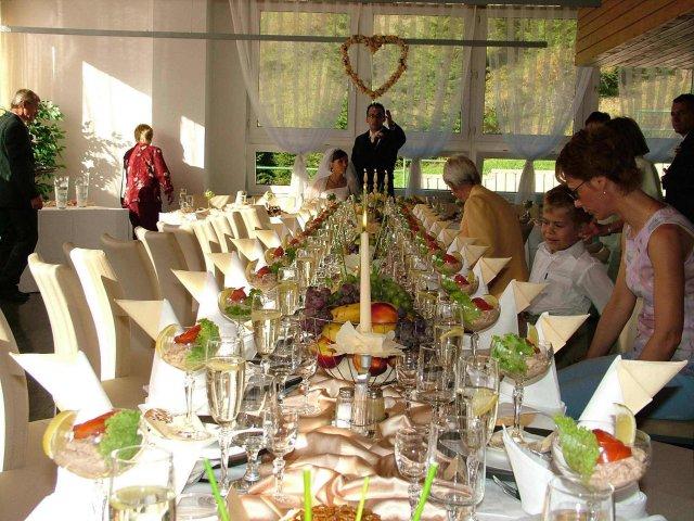 Evka{{_AND_}}Miško - slávnostný stôl