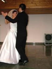 ..prvý tanec...