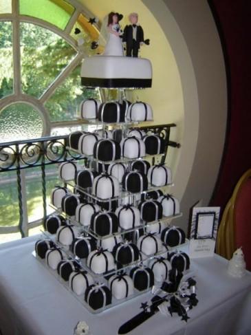Deň D - Takúto tortičku, ale bielo zlatú už mame zajednanú