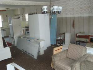 původní obývák byl oddělen stěnou s výdejním okýnkem... :)