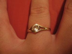 můj zásnubní prstýnek...kráááásnej, ne?