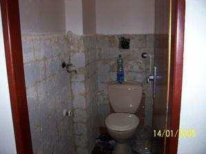 Tak takto teďka vypadá náš záchod