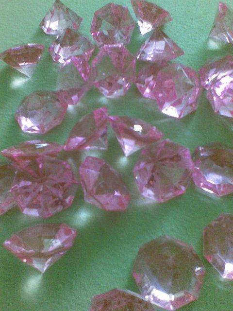 2.10.2010 - dekoračné kamene :) kúpila som ich len tak, neviem, či ich vôbec použijeme :D