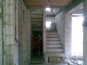 máme i schody! bezva nechodit jen po žebříku