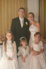 a tieto krásne princezničky Emka, Leuška a Lucka nádherne spestrili celý svadobný deň.. každej neveste by som priala mať na svadbe deti... boli neskutočne zlaté..