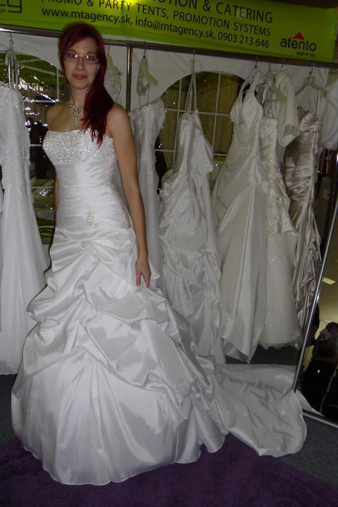 Óóó šaty ... - Kolekcia Mori Lee biele na mne - boli pekné, ale nakoniec nevyhrali.