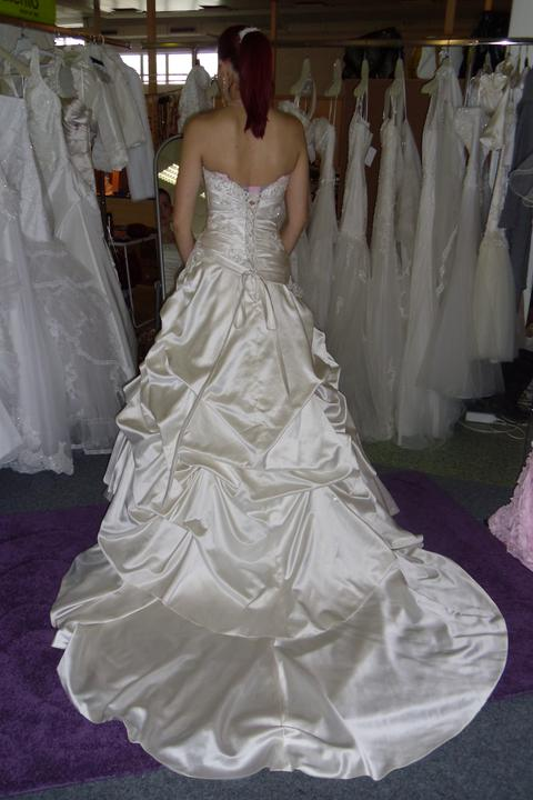 Óóó šaty ... - Kolekcia Mori Lee - diamantová biela na mne zozadu