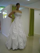 Inak toto boli úplne prvé skúšané svadobné šaty :) - model Kristína