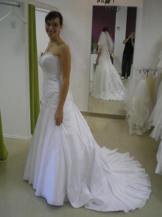 Óóó šaty ... - Toto boli druhé - model Lucia, ale boli ťažké a odstávali na prsiach