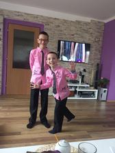 dva ze tří synů zkoušeli oblečení na svatbu :) jsou nadšeni a já taky