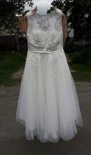 ve finále jsem se zamilovala do těhle šatů a už mi říkají paní :)