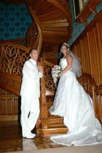 na slavných schodech v zámku