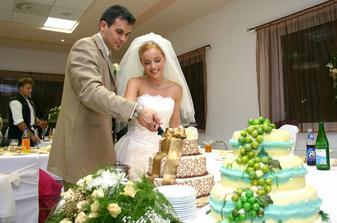 ...naša krásna svadobná torta.