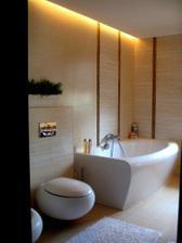 kúpelňa s vaňou a odsadený SDK pre osvetlenie