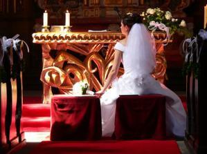 ....nevěsta napjatě poslouchala