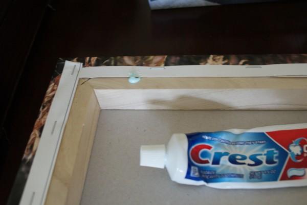 Jen tak... - Jak jednoduše poznačit místo pro hřebíček... Jen bych asi zvolila bílou pastu, aby to nedělalo zbytečně modré fleky :-)