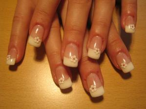 takhle bych si nějak představovala mít upravené nehty