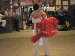 ...taneční vystoupení novomanželů...waltz