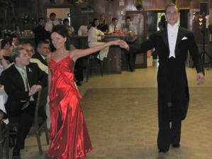 ...uvedení nevěsty k tanečnímu vystoupení