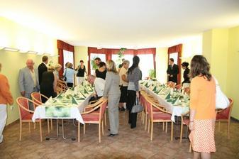 Příchod na hostinu