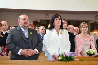 moji rodiče a za nima svědkyně Liduška se svým Pájem