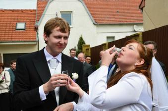 Pili jsme napůl, protože jsme oba na první pohled poznali co je voda a co slivovice :-)