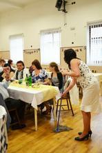 Matka svatby s mopem v ruce :-)